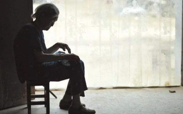"""Lá thư tuyệt mệnh chua xót của mẹ già 80 tuổi: """"Tôi hối hận vì đẻ 4 đứa con trai"""""""