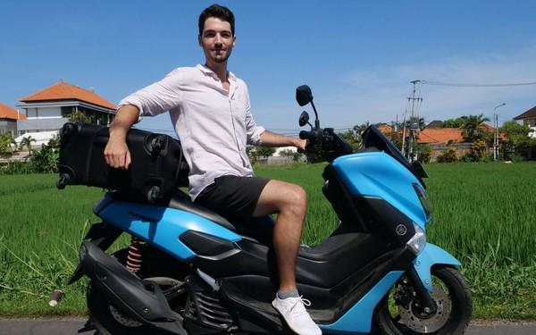 Theo đuổi chủ nghĩa sống tối giản, chàng trai Mỹ 25 tuổi đi du lịch từ Âu sang Á chỉ với 1 vali vỏn vẹn 3 đôi giày, 1 bộ suit