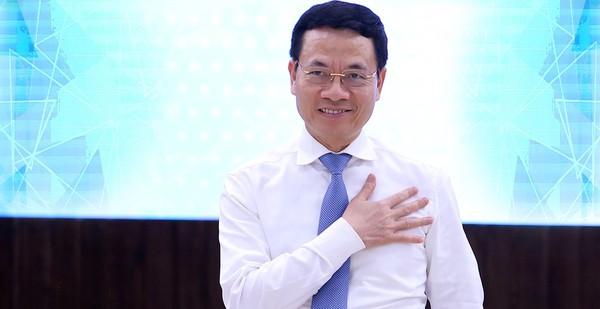 """Bộ trưởng Nguyễn Mạnh Hùng: Sứ mạng Việt Nam hùng cường đặt lên vai các doanh nghiệp IT, DN phải làm sản phẩm """"Make In Vietnam"""", để phát triển Việt Nam và đi ra toàn cầu"""