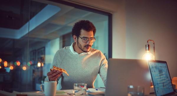 Tin được không, những thói quen tại nơi làm việc này lại khiến bạn dễ bị đau dạ dày hơn
