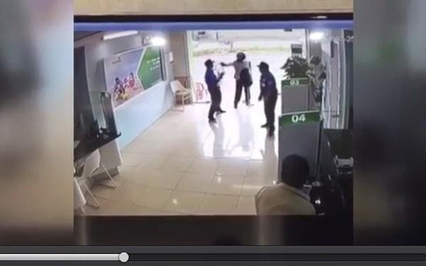 Clip ghi lại cảnh tên cướp hung hãn dùng súng bắn bảo vệ tại Thanh Hóa