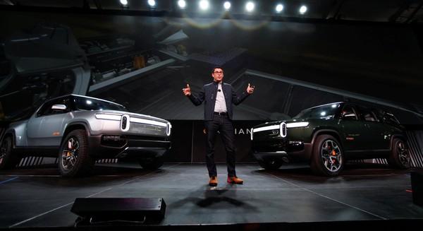Tiến sĩ cơ khí MIT lập startup xe tải điện thách thức Tesla của Elon Musk, nhận gần 2 tỷ USD tiền đầu tư từ các đại gia Amazon, Ford... - Ảnh 1.