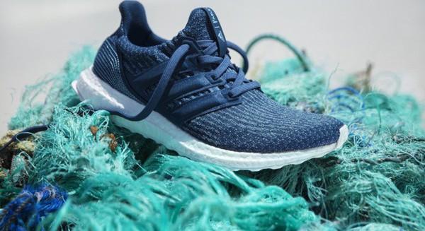 Giày thể thao làm từ rác thải nhựa – Giải pháp bền vững hay trào lưu nhất thời?