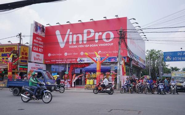 """Mở cửa hàng mặt phố, bán thêm đồ gia dụng, tiếp cận bà nội trợ, phải chăng chuỗi VinPro của Vingroup đang """"học theo"""" chính đối thủ lớn nhất - Điện máy Xanh?"""