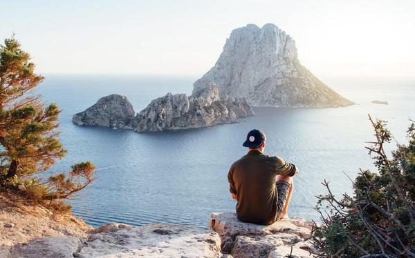 20 tuổi, tiền kiếm được chỉ để du lịch và ăn uống, bạn đang trì hoãn cuộc sống tốt đẹp của mình lúc nào không hay