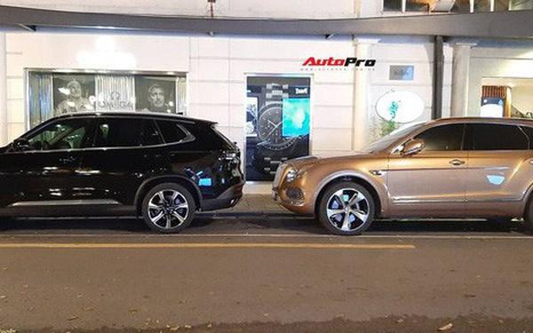VinFast Lux SA2.0 đọ dáng với Bentley Bentayga trên phố Hà Nội: Xe Việt bề thế và sang xịn không kém xe Anh