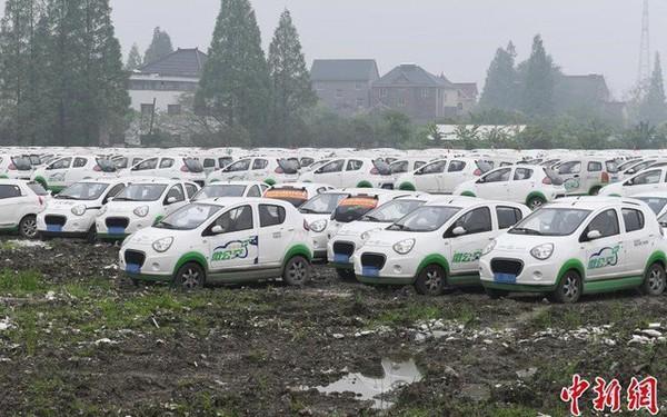 """""""Bong bóng chia sẻ phương tiện"""" tan vỡ, đến lượt hàng trăm nghìn ô tô bị vứt bỏ khắp Trung Quốc"""