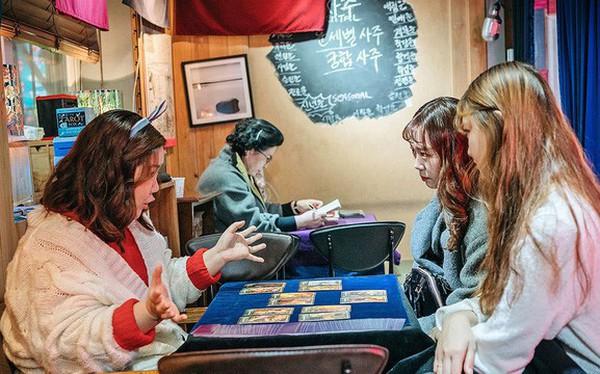 Bí mật đằng sau ngành xem bói trị giá 3,7 tỷ USD tại Hàn Quốc