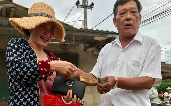 Chuyện lạ ở Quảng Trị: Phụ nữ cứ cầm giỏ đi chợ là được tặng tiền