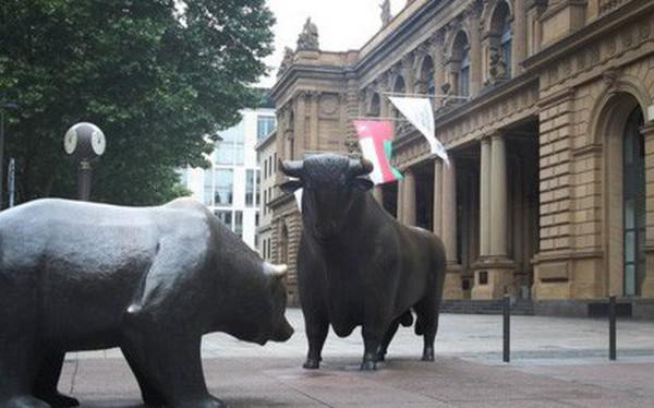 Dow Jones mất 600 điểm, thị trường hoảng sợ khi chiến tranh thương mại leo thang