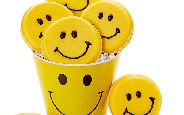 Biểu tượng mặt cười nền vàng quen thuộc với toàn thế giới giúp cho những chủ sở hữu kiếm tiền ra sao?