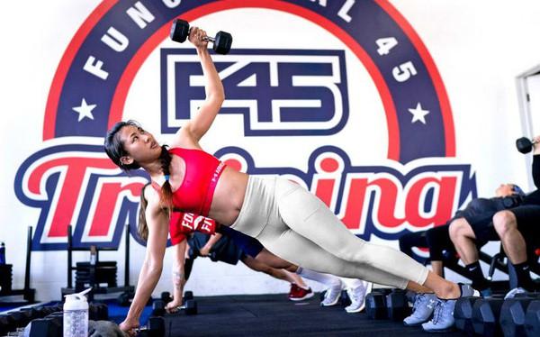 """F45 Training – đi gym như đi """"quẩy"""": Có DJ chơi nhạc, không máy chạy bộ chẳng tạ nâng, được giao lưu kết bạn, giá đắt gấp 12 lần khiến thành viên chẳng nỡ bỏ ngang"""