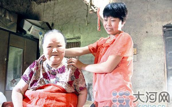 Câu chuyện hiếu thảo động lòng người ở Trung Quốc: Cô gái hy sinh cuộc sống từ năm 9 tuổi để kéo dài sự sống 16 năm cho mẹ nuôi