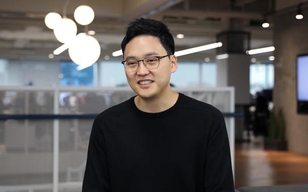 Trái lời cha mẹ, quyết bỏ công việc ổn định để khởi nghiệp, chàng nha sá»¹ trở thành ông chủ startup 2 tá»· USD ở tuổi 37