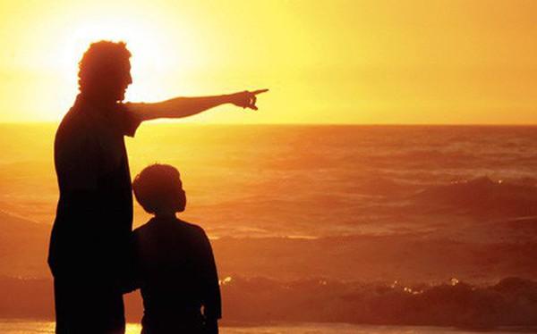 """Bức thư cha gửi con trai: """"Hôm nay con nỗ lực một chút, còn tốt hơn gấp 100 lần so với việc tương lai đi cúi đầu nhờ vả người khác"""""""