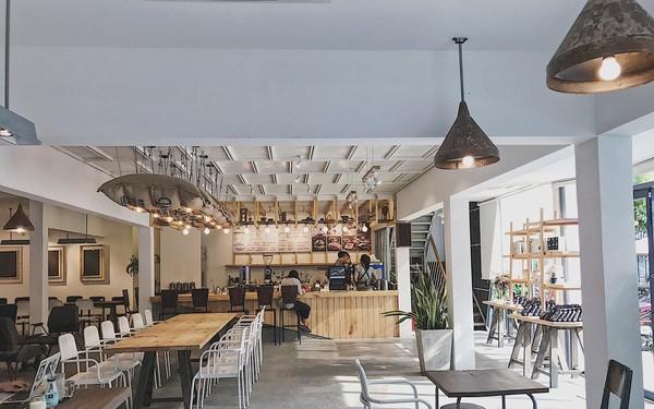 Một vòng quanh Sài Gòn: Ghé thăm Là Việt Coffee – Văn hóa cà phê hẻm được bình chọn là 1 trong 50 quán hàng đầu châu Á