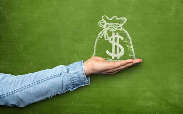 """8 cách tiêu tiền khiến bạn """"nghèo bền vững"""": Chạy theo thời trang, công nghệ; thích mang theo tiền mặt và thẻ tín dụng..."""