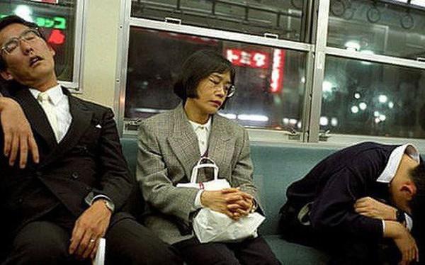 Chợp mắt trong giờ làm được thưởng tiền ở các công ty Nhật Bản