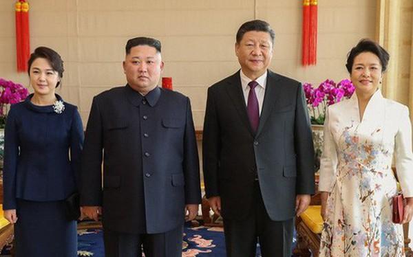 TQ công khai hình ảnh ông Kim Jong-un thăm Bắc Kinh, 2 phu nhân xuất hiện lộng lẫy