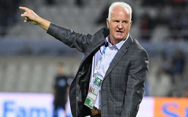 """Sau HLV Thái Lan, xuất hiện vị """"thuyền trưởng"""" thứ hai mất việc tại Asian Cup 2019"""