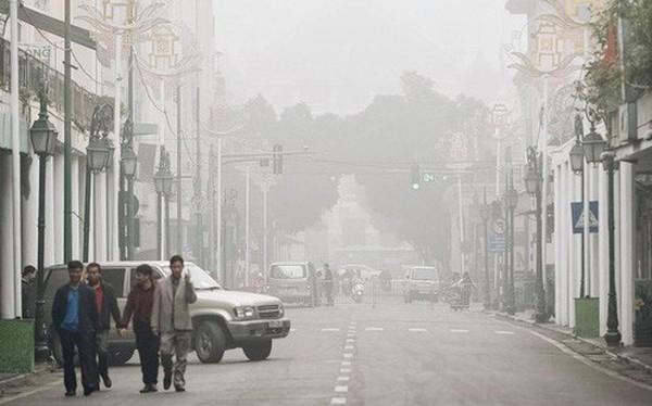 Chùm ảnh: Sáng cuối tuần, sương mù dày đặc phủ kín Hà Nội khiến người dân ngỡ như đang ở Sapa