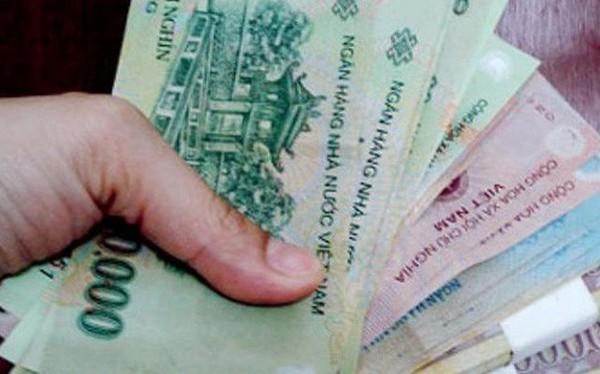 Vợ không đưa tiền chồng xài Tết, phạt đến 500.000 đồng