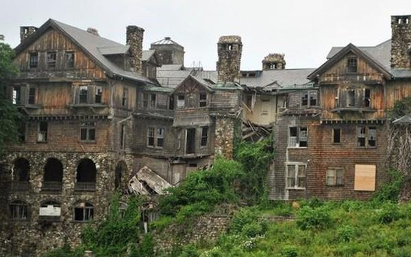 """10 biệt thự bị bỏ hoang từng được coi là """"đỉnh cao xa xỉ"""""""