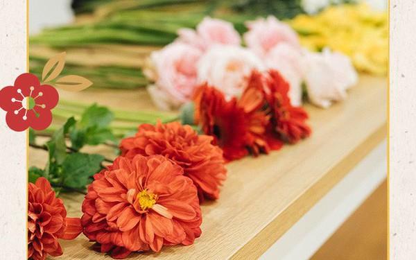 Mẹ 8x Hà Nội hướng dẫn 3 cách dùng hoa truyền thống, giá dưới 500 ngàn để trang trí nhà đón Tết