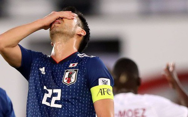 Đội trưởng của Nhật Bản nhọ nhất Asian Cup, hai lần ôm đầu cay đắng vì VAR