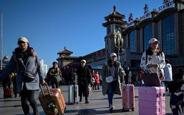 'Choáng' với số người về quê ăn Tết kỷ lục ở Trung Quốc