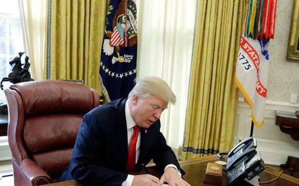 Một ngày làm việc của Tổng thống Trump: Ngủ 3-4 tiếng/đêm, thường không ăn sáng