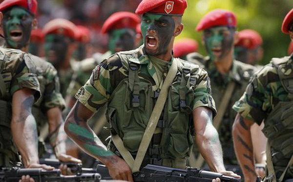 """Xé nát bộ luật ân xá của Quốc hội, quân đội Venezuela định đoạt kết quả """"cuộc so găng"""" Maduro-Guaido?"""