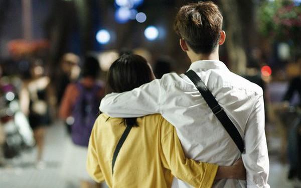 Hà Nội đêm Valentine: Cả thế giới bỗng chốc thu bé lại chỉ bằng cái nắm tay hay một nụ hôn ngọt ngào