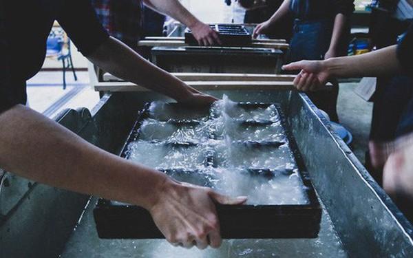 Một ngày tại làng nghề truyền thống Kyoto, nơi các nghệ nhân làm giấy, dệt lụa theo phương pháp thủ công qua hàng thế kỷ