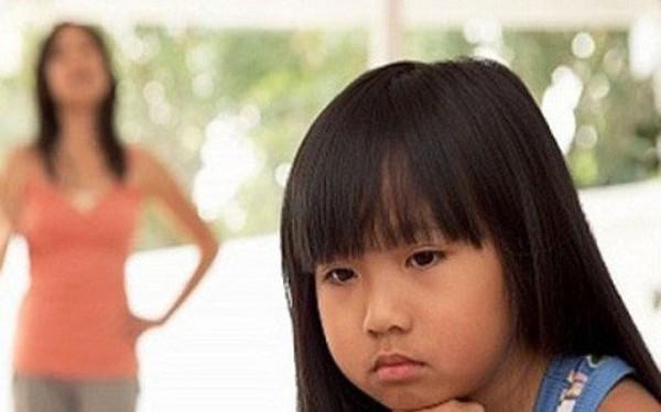 8 câu nói tưởng vô tình mà lại khiến con bị tổn thương lòng tự trọng vô cùng, cha mẹ tuyệt đối nên tránh