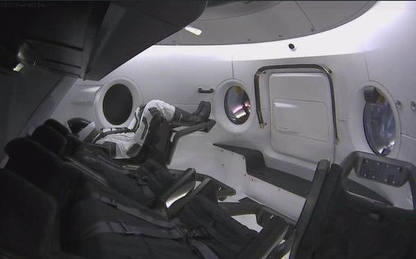 SpaceX và NASA tạo nên lịch sử ngành Vũ trụ: tàu thử nghiệm Crew Dragon đã tới được trạm ISS