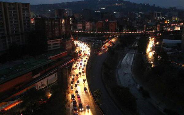 Venezuela mất điện trên diện rộng ngày thứ 4: Người dân tức giận, mệt mỏi và sợ hãi