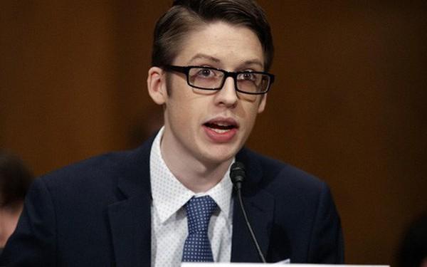 """Cậu bé Mỹ trốn nhà đi tiêm chủng phát biểu trước Thượng viện Hoa Kỳ về vắc-xin: """"Đừng lên Facebook để tìm hiểu thông tin"""""""