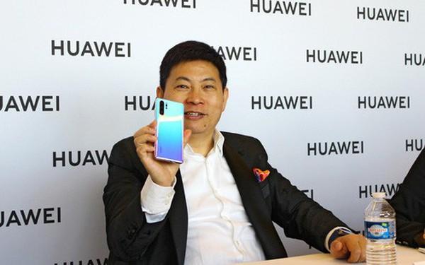 """CEO Huawei: """"Apple không cạnh tranh nổi phần cứng với chúng tôi nên mới phải chuyển sang dịch vụ"""""""