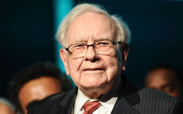 Là cổ đông lớn của Apple, Warren Buffett vẫn dùng điện thoại Samsung
