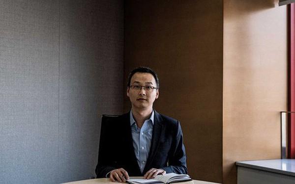 """Đầu tư chứng khoán sẽ mang về nhiều tiền hơn, nhưng người đàn ông 37 tuổi này quyết tâm đặt cược với """"canh bạc"""" thị trường nợ 13 nghìn tỷ USD của Trung Quốc"""