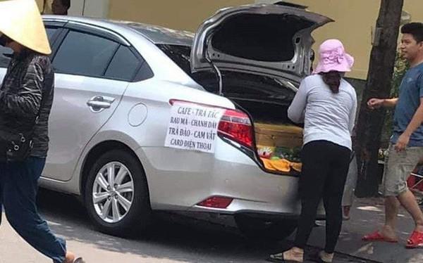 Chẳng cần xe đẩy cho mệt nhọc, chị gái đi bán trà tắc dạo bằng... ô tô, chứng minh làm vì đam mê là có thật