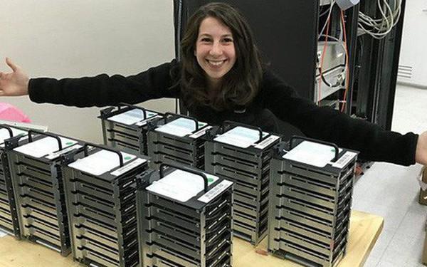 """Đây Katie Bouman, cô gái đã dùng thuật toán """"chụp"""" lại cho ta ảnh hố đen đầu tiên trong lịch sử"""