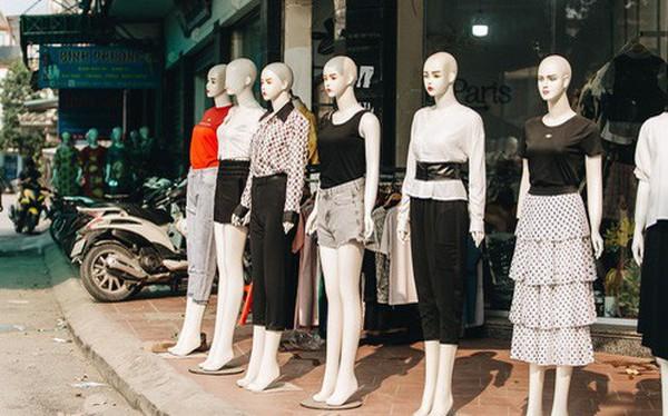 """Ở Hà Nội, có góc phố hàng nghìn """"chân dài"""" đứng ngay ngắn, nghiêm túc nhưng đôi khi khiến người ta """"hết hồn"""""""