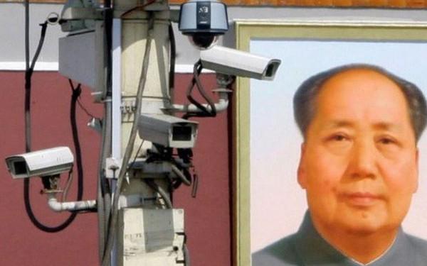 Hết đánh giá công dân, theo dõi tù nhân, giờ đây Trung Quốc còn giám sát cả công nhân vệ sinh bằng vòng đeo GPS
