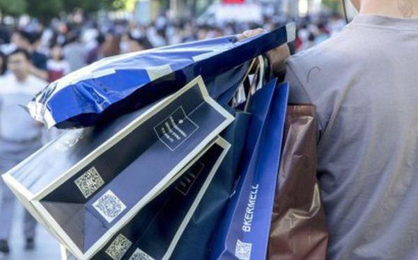"""Giới trẻ Trung Quốc đang phát cuồng với dịch vụ """"làm giả sá»± giàu có"""": Mất chỉ 20.000 đồng để """"sống ảo"""" với đồ hiệu, siêu xe"""