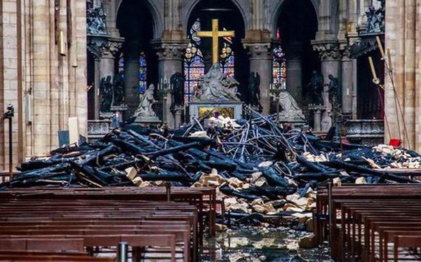 Chưa đầy 1 ngày, người Pháp quyên góp gần 1 tỷ USD phục dựng Nhà thờ Đức Bà Paris