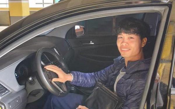 Được tặng ô tô, Công Phượng dán chữ 'mới lái' để tự tin hơn khi tham gia giao thông tại Hàn Quốc