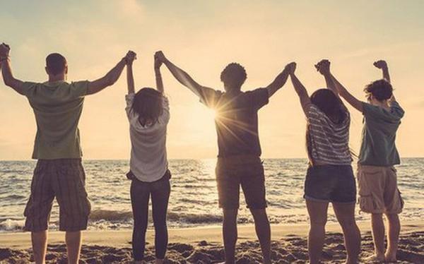 10 kiểu bạn bè độc hại không tránh xa cuộc đời sẽ lầy lội, không khá lên được