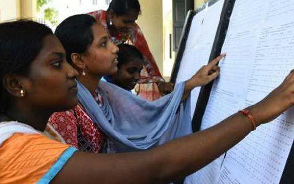 """Ấn Độ: 19 học sinh tự tử vì bị """"chấm điểm sai"""""""